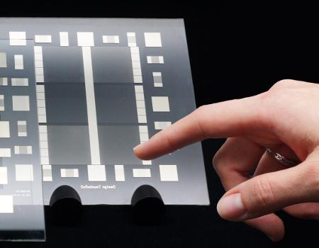 Photochemical metallization allows the manufacture of touchscreens in a single step.